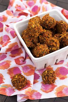 Carrot Horse Treat Recipe  Ingredients -  2 cups grated carrots (about 4 large carrots)  - 2 tablespoons vegetable oil  - 1/4 cup molasses  - 1 teaspoon salt  - 1 cup oats  - 1 cup flour  - optional: 1/2 cup of your horses's feed or a sweet feed  Preheat the oven to 350, 25min