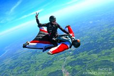 Music: Jay Pryor - Skankin' Wingsuit flying (or wingsuiting) is the sport of gliding through the air using a wingsuit which adds surface area to the human bo. Combs La Ville, Wingsuit Flying, Rando, Base Jumping, Bungee Jumping, Canoe Trip, Paragliding, Skydiving, World Of Sports