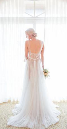 Gah! An absolutely stunning wedding gown.