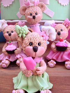 Confeitaria: Ursinhas Confeiteiras feitas em biscuit e modeladas à mão por Le Biscuit Denise Marrach 19-99763-9570 19-99602-8897 denisemarrach@hotmail.com