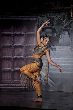 Rukmini Vijayakumar is an Indian film actress and Bharatanatyam dancer from Bengaluru (also called Bangalore) which is the capital of India's southern Karnataka state. Rukmini is an amazing dancer. Isadora Duncan, Indian Photography, Dance Photography, Folk Dance, Dance Music, Bollywood, Cultural Dance, Indian Classical Dance, Dance Poses