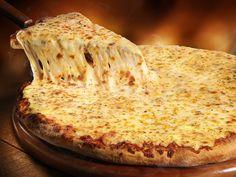 Distrito Federal, Pizza de muçarela acompanhada de chá mate gelado Super Pizza, Food Photography, Bread, Cheese, Desserts, Curiosity, Gabriel, Banner, Dessert Pizza