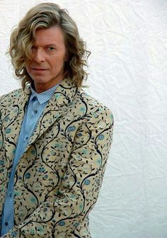 Bit of a baroque- dandy- prince expression here, and i love it! Eat your heart out Liberace.