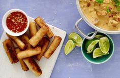 Frasiga små thailändska vårrullar med sweet chilisås är en perfekt sidorätt till din thailändska middag! Servera som förrätt eller sidorätt till din Thai Chicken Curry.