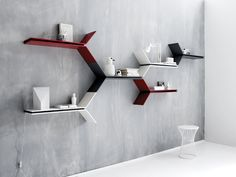 An interior design service tailored to you. BoConcept is a Danish furniture store that turns houses into modern homes. Browse our designer furniture. Hallway Shelving, Wall Shelves Design, Home Room Design, Home Office Design, Boconcept, Small Furniture, Home Furniture, Scandinavian Shelves, Diy Home Decor