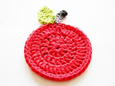 Crochet Apple Coaster (free pattern).
