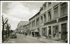 Hamar Hedmark fylke Strandgaten med Magnussens boghandel 1930-tallet se forrige kort fra samme sted ved flom Foto: Magnussens boghandel
