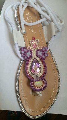 sandali decorati a mano tecnica soutache