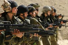 Beautiful women of the IDF with political commentary on events in Israel. Israeli Female Soldiers, Idf Women, Arab States, Brave Women, Special Ops, Military Women, Armed Forces, Caracal, Weapons