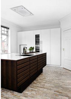 Moderne Wohnküche In Lederoptik Kombiniert Mit Furnierten Holzfronten In  Eiche | Küchenkonzepte Von INTUO | Pinterest | Wohnküche Und Eiche