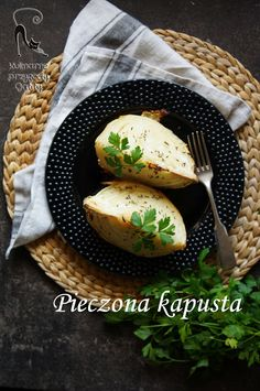 Kulinarne przygody Gatity: Pieczona kapusta Baked Potato, Camembert Cheese, Potatoes, Baking, Ethnic Recipes, Food, Potato, Bakken, Essen