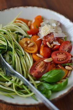 Simple like zucchini spaghetti with cherry tomatoes - ***Best Low-Carb Dinner Recipes - Raw Food Recipes Vegetarian Recipes Videos, High Protein Vegetarian Recipes, Low Carb Dinner Recipes, Raw Food Recipes, Healthy Recipes, Dinner Entrees, Dinner Salads, Party Entrees, Dinner Healthy
