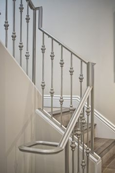 Mill Valley Estate staircase railing - KCS inc. Handrail Design, Modern Window Design, Steel Grill Design, Steel Gate Design, Steel Stairs Design, Staircase Railing Design, Classic House Design, Stainless Steel Stair Railing, Stairway Design