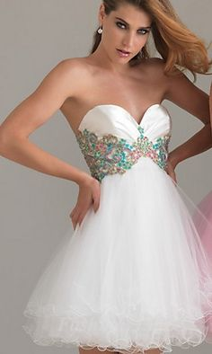 This was my prom dress in 2009! Fell in love, felt like a little fairy princess!!