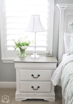 Nightstand Chalk Paint Tutorial — The Grace House (Diy Furniture Redo) Painted Bedroom Furniture, Chalk Paint Furniture, Distressed Furniture, Shabby Chic Furniture, Diy Furniture, Furniture Design, Furniture Stores, Furniture Online, Furniture Projects
