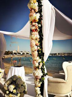 Mariage à la plage de l'Ecrin à Cannes | Wedding planner Cannes | Organisation mariage Cannes | Houppa mariage | Décoration et art floral | Bouquet de fleurs mariage | Mariage cannes | Mariage juif | Gustavo Averbuj |  http://www.ga-eventcreator.com/portfolio/mariage-plage-de-ecrin-cannes/