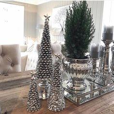 Juledekor fra favoritten Lene Bjerre ✨🎄❤️ Flotte julegavetips som kan klikkes rett hjem her --> www.sofiesvilla.no Christmas Tree, Table Decorations, Holiday Decor, Pretty, Furniture, Holidays, Home Decor, Ideas, Christmas