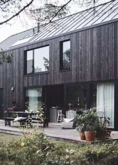 hejhej-mats are part of the New Haus Design Exterior, Facade Design, Casas Containers, House Goals, House In The Woods, Black House, Future House, Architecture Design, House Ideas