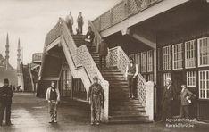 Alman firması tarafından 1912 yılında inşa edilen Eski Galata Köprüsü-nün ilk günlerinde çekilen bir fotoğraf.