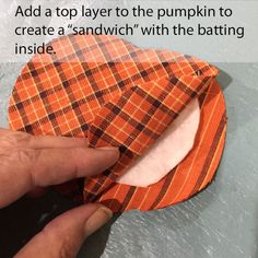 Doesn't everyone need a cute raggedy homespun plaid pumpkin coaster to sit that steamy mug of apple cider on? Fall Sewing Projects, Sewing Projects For Beginners, Quilting Projects, Quilting Ideas, Halloween Wood Crafts, Halloween Quilts, Fall Crafts, Halloween Sewing, Sewing Hacks