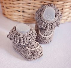 Instant download Baby Booties Crochet PATTERN di monpetitviolon