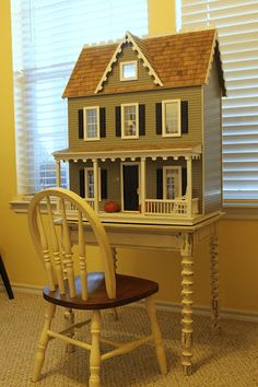 Idea for size of table needed for Gabby's doll house to sit on.It's A Wannabe Decorator's Life: Pretty Little Dollhouse Diy Toys Easy, Easy Diy, Diy Dolls House Plans, My Doll House, Doll Houses, Tiny Spaces, Big Girl Rooms, Miniature Houses, Furniture Making