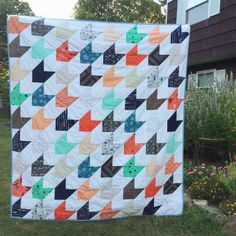 Love this herringbone quilt sewn by Tea + Brie Beginner Quilt Patterns, Quilting For Beginners, Herringbone Quilt, Half Square Triangle Quilts, Crochet, New Baby Products, Free Pattern, Finding Yourself, Crafty