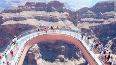 グランドキャニオン・スカイウォーク(米国・アリゾナ州)コロラド川上空1219メートルに浮かぶ空中回廊=GRAND CANYON提供 ▼31Aug2013CNN 写真特集:世界の巨大建造物 http://www.cnn.co.jp/photo/35034762-13.html #Grand_Canyon_Skywalk