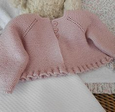 """diy_crafts- tutorial y patrón para hacer vestidito para bebé de 0 a 9 meses """"Discover thousands of images about Aunty Thatcher"""", """"This post wa Crochet Baby Jacket, Crochet Baby Clothes, Crochet Baby Hats, Booties Crochet, Baby Sweater Patterns, Baby Knitting Patterns, Baby Patterns, Cardigan Bebe, Baby Cardigan"""