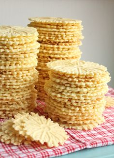 If you're Italian, or have ever attended an Italian event such as a wedding, church function or Christmas dinner at your friend's nonna's house, you have probably encountered pizzelle before. Pizze...