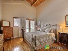 Chambre des maîtres de rêve à voir à Austin #DuProprio Bed, Furniture, Home Decor, Bedroom, Decoration Home, Room Decor, Home Furniture, Interior Design, Beds