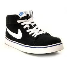 newest 25d2b 56840 Cute black NIKE sneakers match with any whtie or black tops. Cheap Nike,  Nike