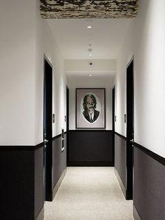Peinture dans le couloir pour donner une sensation d'espace  http://www.homelisty.com/decoration-couloir/