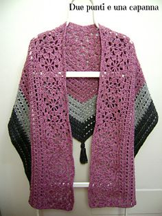 Old Rose Shawl - free Italian charted crochet pattern by Due punti e una capanna.