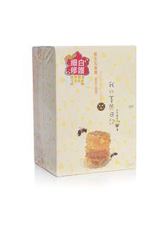 Mit der My Beauty Diary Royal Jelly Maske wird Ihre Gesichtshaut angenehm mit Feuchtigkeit versorgt. Die Maske enthält wertvolle Extrakte, die Ihre Gesichtshaut optimal ernährt. Eine wertvolle Gesichtsmaske, die Ihre Gesichtshaut strahlen lässt.