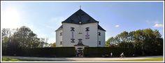 El Palacio de verano Estrella —Letohrádek Hvězda— es una villa del Renacimiento ubicada en un parque en el distrito de Praga-Liboc, Praga 6, a unos 7 Km del centro de la capital de la República Checa.