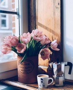the light. the tulips. the fresh cuppa ☕️ Oscars ready! Which movie are you rooting for? Coffee And Books, I Love Coffee, Good Morning Coffee, Coffee Break, Momento Cafe, Coffee Brewing Methods, Different Coffees, Pause Café, Coffee Photography