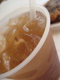 MAVI de PR     1 onza de coraza de Mavi  1 onza de jengibre fresco  1 canela entera  1 ½ taza de agua  Procedimiento:  Poner a hervir en una olla el primer grupo de ingredientes por 5  minutos. Remover la olla del fuego. Usando un colador, cuele la mezcla  y deje que se enfrie.  Segundo Grupo de Ingredientes:  12 tazas de agua  2 ½ tazas de azúcar  2 ½ tazas de azúcar negra