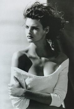 Linda Evangelista -Do you know the secret to get free #celebrity #autographs? Click to find out now.
