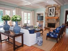 Navy blue, white family room - 109 Flyway Drive SOLD in house at Daniel Ravenel Sotheby's International Realty for $10.7M!