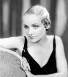PHOTO – MOVIE STAR – CAROLE LOMBARD – ARMS OVER BACK OF CHAIR HAIR SLICKED DOWN