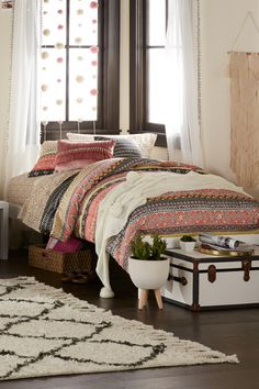 Shop the best dorm decor styles at the best value! Mainstays Dauphine Bed In A Bag! Great print that will make it fun and easy to add pillows, curtains, rugs or whatever you choose to easily match. Home Bedroom, Bedroom Decor, Master Bedroom, Teen Bedroom, Coral Bedroom, Bedroom Ideas, Interior Bohemio, Home Design, Interior Design