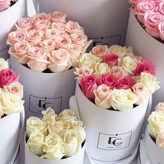 in stock - Unsere Roseboxes sind endlich wieder in allen Farben und Formen erhältlich [link in bio]  #welcomeback #valentinesdayiscoming #rosebox #emmiegray