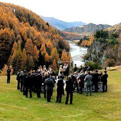 YolanCris  Shelley Gardiner luce preciosa con el vestido Alabama de YolanCris! #Brides #Newzealand #YCbrides #RealBrides #wedding #weddingdress #gowns #bridalgowns #YolanCris #nature #Queenstown #marriage