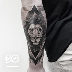 By RO. Robert Pavez • Lion V - outer arm • Bokning. Vid intresse, skicka ett mail till robert@roblackworks.com ⚫️ Please! Do Not Copy ® • Studio Nice tattoo - Stockholm - Sweden 2016 #engraving...