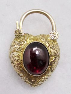 9k Gold Padlock Photo Locket - Rare Antique Georgian Find.. Heart Jewelry, Stone Jewelry, Jewelry Necklaces, Charm Bracelets, Ancient Jewelry, Antique Jewelry, Vintage Jewelry, Gold Chains For Men, Jewelry Organization
