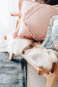 Boho Home Decor Scandinavian livingroom.Boho Home Decor Scandinavian livingroom Blue Bedroom, Trendy Bedroom, Cozy Bedroom, Bedroom Ideas, Decoration Inspiration, Room Inspiration, Decor Ideas, Hippie Stil, Decoration Bedroom