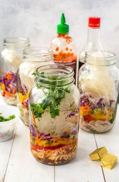 These Mason Jar Instant Noodle Soups are the perfect on-the-go work lunch and packed full of raw veggies, quick-cook vermicelli noodles & shredded chicken! Mason Jar Meals, Meals In A Jar, Mason Jar Crafts, Mason Jar Diy, Soup In A Jar, Pots, Noodle Recipes, Noodle Soups, Mason Jar Lighting