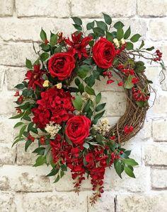 Red Silk Flower Wreath, Front Door Wreath, Grapevine Wreath, Summer Wreath, Wreath on Etsy - This beautiful red silk floral wreath was Summer Door Wreaths, Holiday Wreaths, Spring Wreaths, Fresh Christmas Wreaths, Christmas Trees, Christmas Wreaths For Front Door, Christmas Lights, Wreath Crafts, Diy Wreath