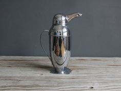 A totally unique statement item for any bar. Mid century cocktail shaker in the shape of a penguin. Chrome silver exterior. Nose unscrews in